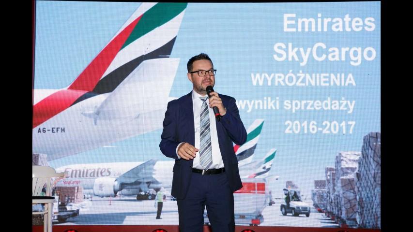 Emirates Strona 399