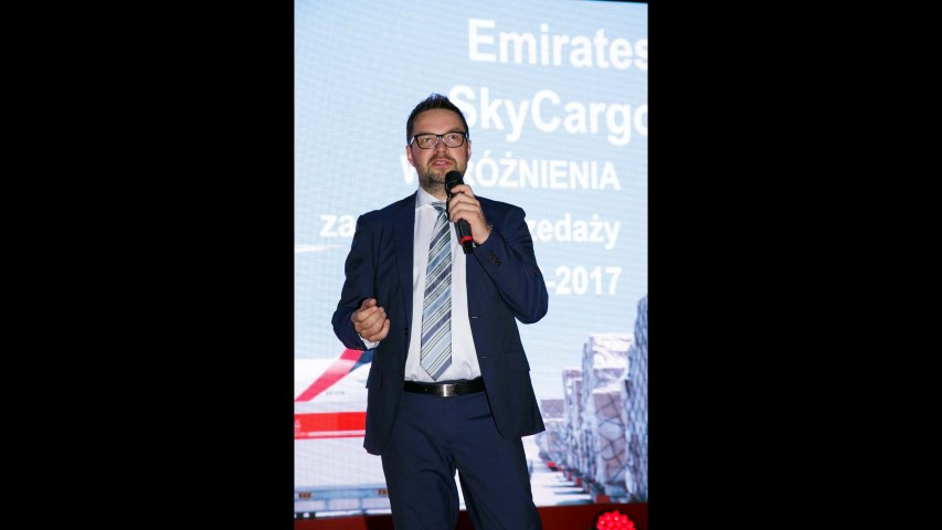 Emirates Strona 400